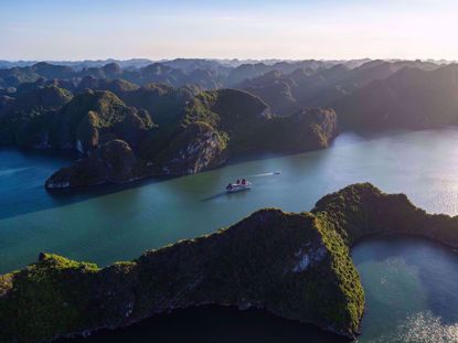 Perla Dawn sails on Ha Long Bay Vietnam