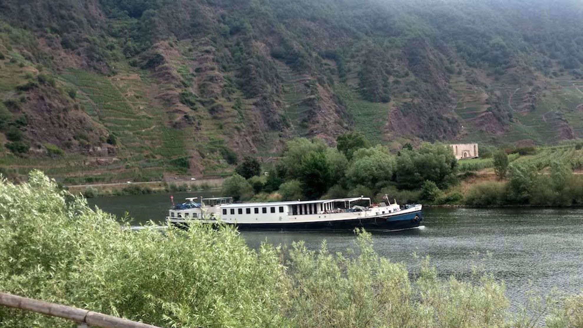 Comfort barge Iris on Moselle