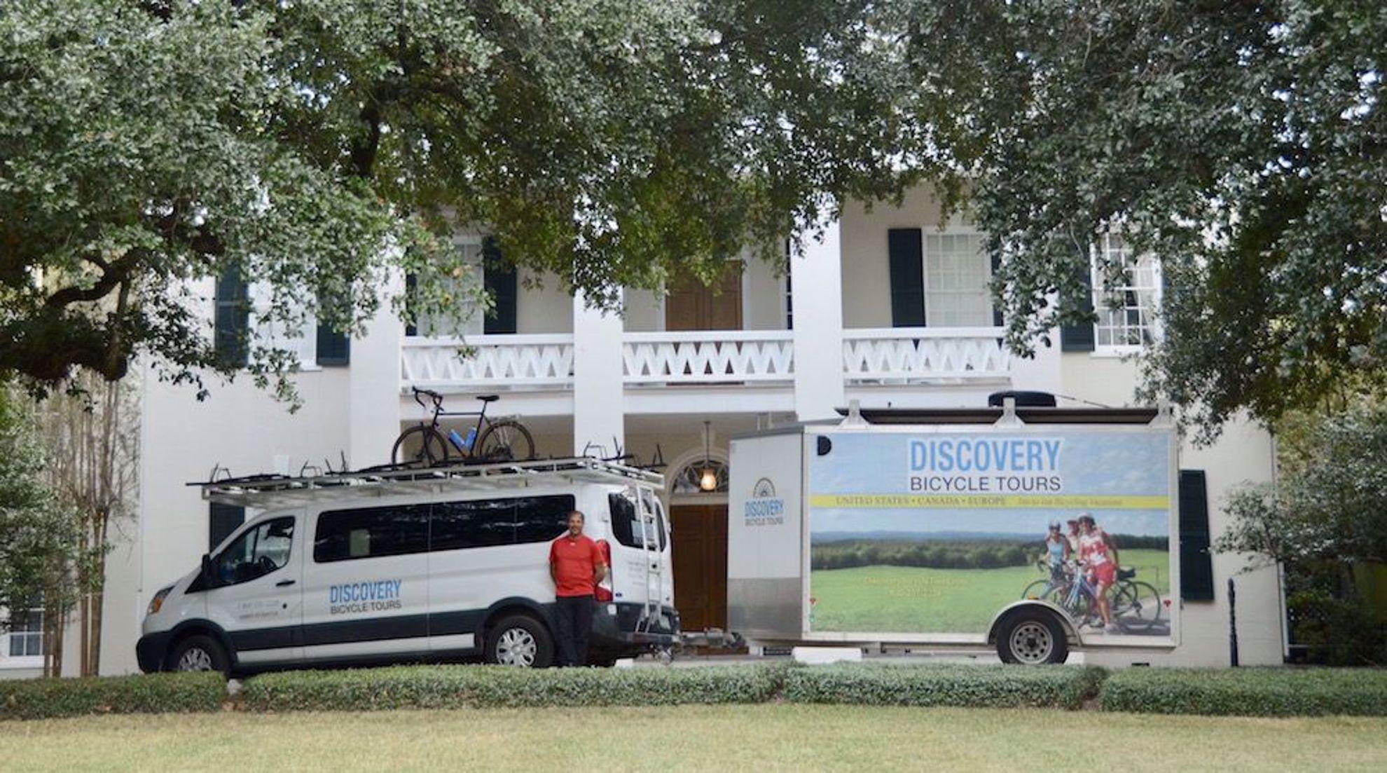 Fairview Inn with van